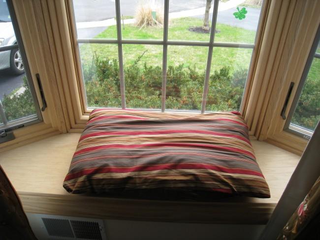 bay window pillow