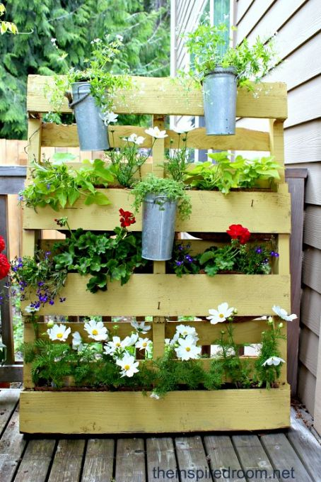 pallet, planter, patio, privacy, screen, backyard