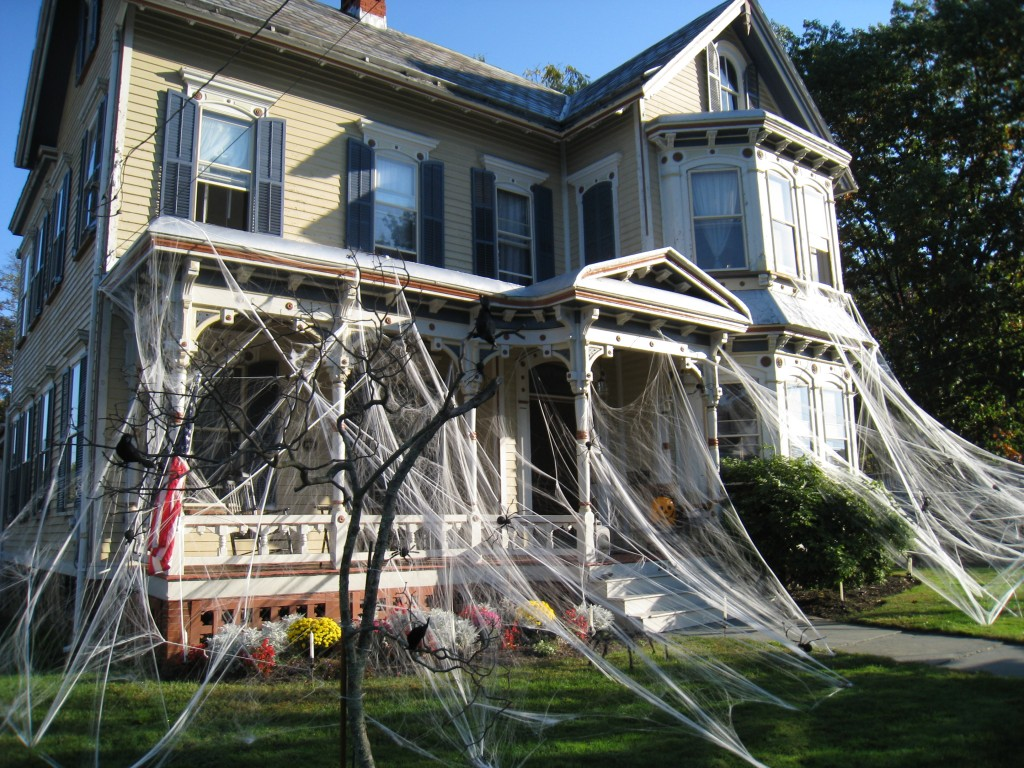 halloween decor spider web - Houses Decorated For Halloween
