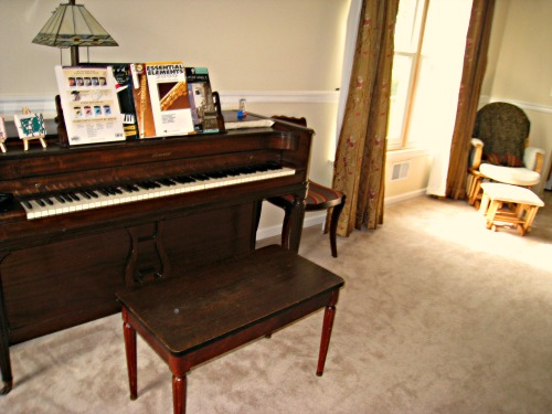 Mohawk rug giveaway and review - Piano for small space decoration ...