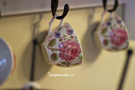 chintz, teacup, display