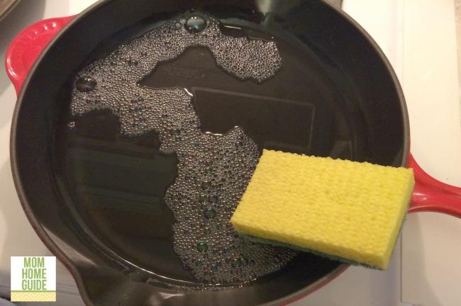 wash cast iron pan