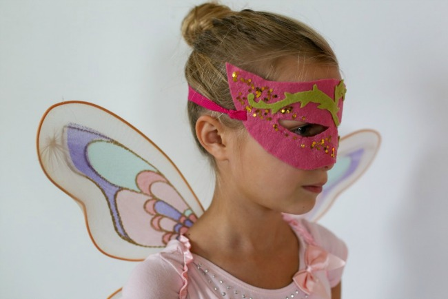Your child will love this DIY fairy mask for Halloween!