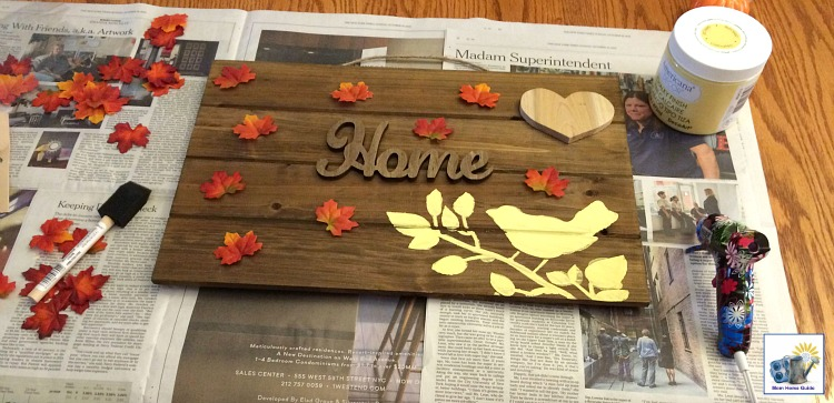 DIY stenciled wooden pallet sign for fall and autumn!