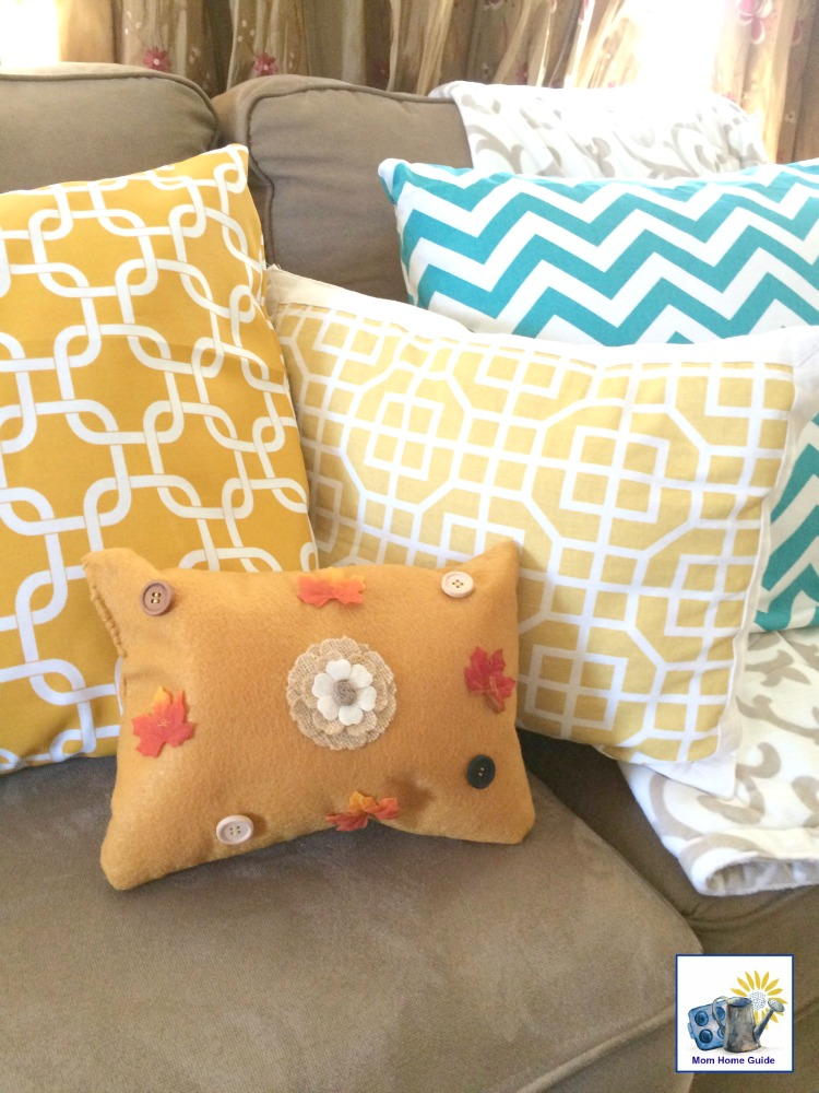 This simple fall pillow is a really easy quick and fun craft to make!