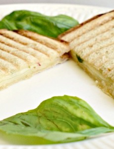 This basil pepperjack grilled cheese recipe is really easy to make!