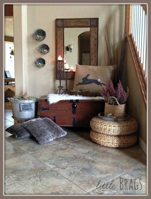 I love how this entry way is decorated for