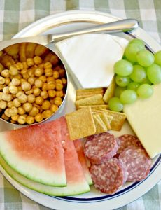 Great ideas on what to serve during a summer picnic meal