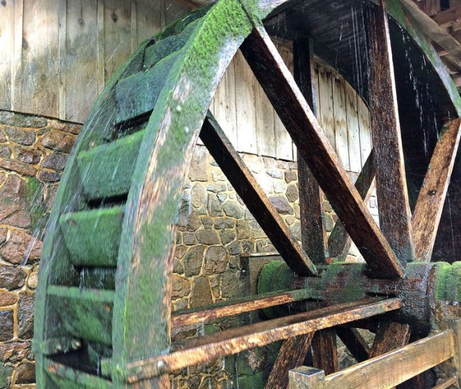 water wheel at Peddler's Village in Buck's County, PA