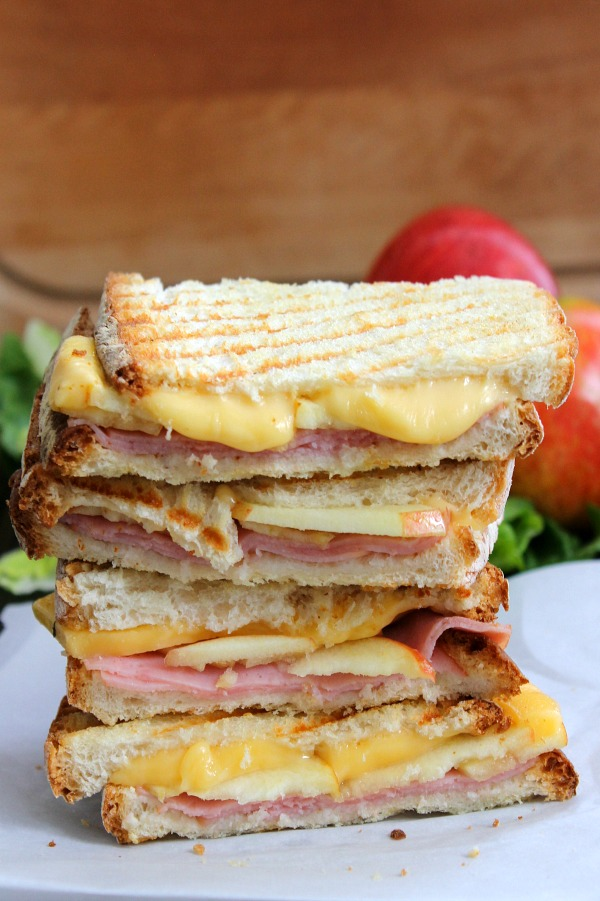 Smoked ham, gouda and apple panini sandwich recipe