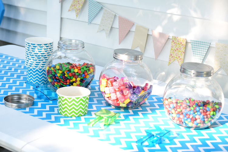 How to put a candy bar together for a teen or tween birthday party. Fun!