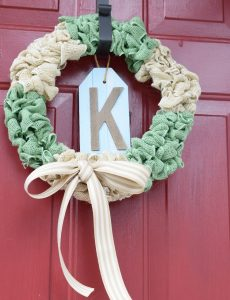 How to Make an Easy Burlap Bubble Wreath {12 Months of Wreaths}