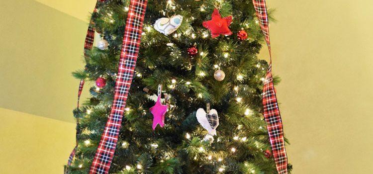 Homespun Plaid Christmas Tree {Christmas in Small Spaces}