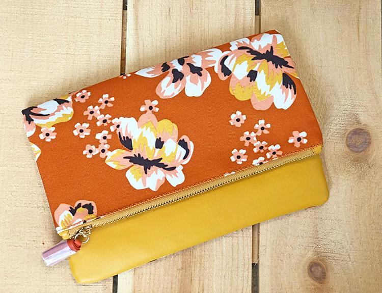 Spring 2018 FabFitFun clutch purse