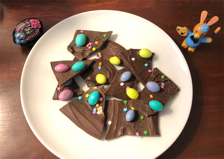Easy to make Easter egg chocolate bark recipe