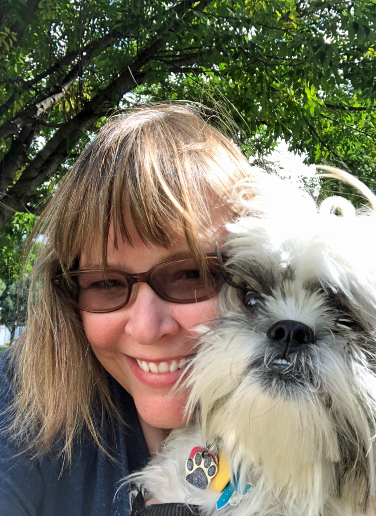 Lauren of Mom Home Guide with her Shih Tzu puppy, Mochi