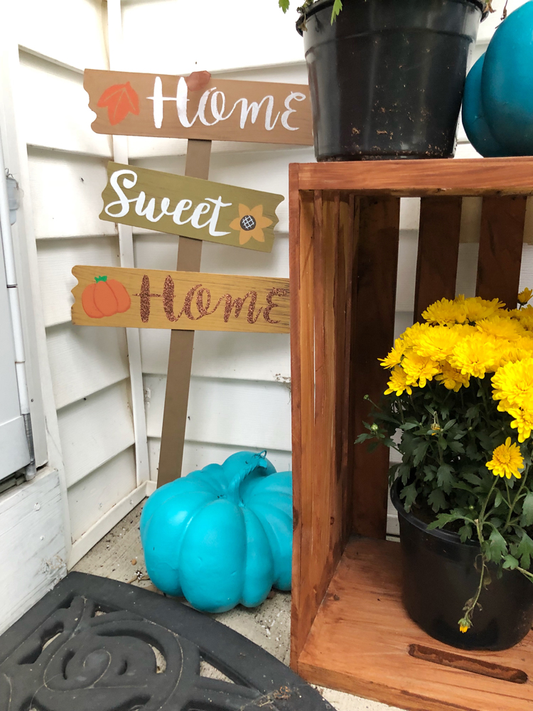 easy and colorful fall decorations for a small front porch