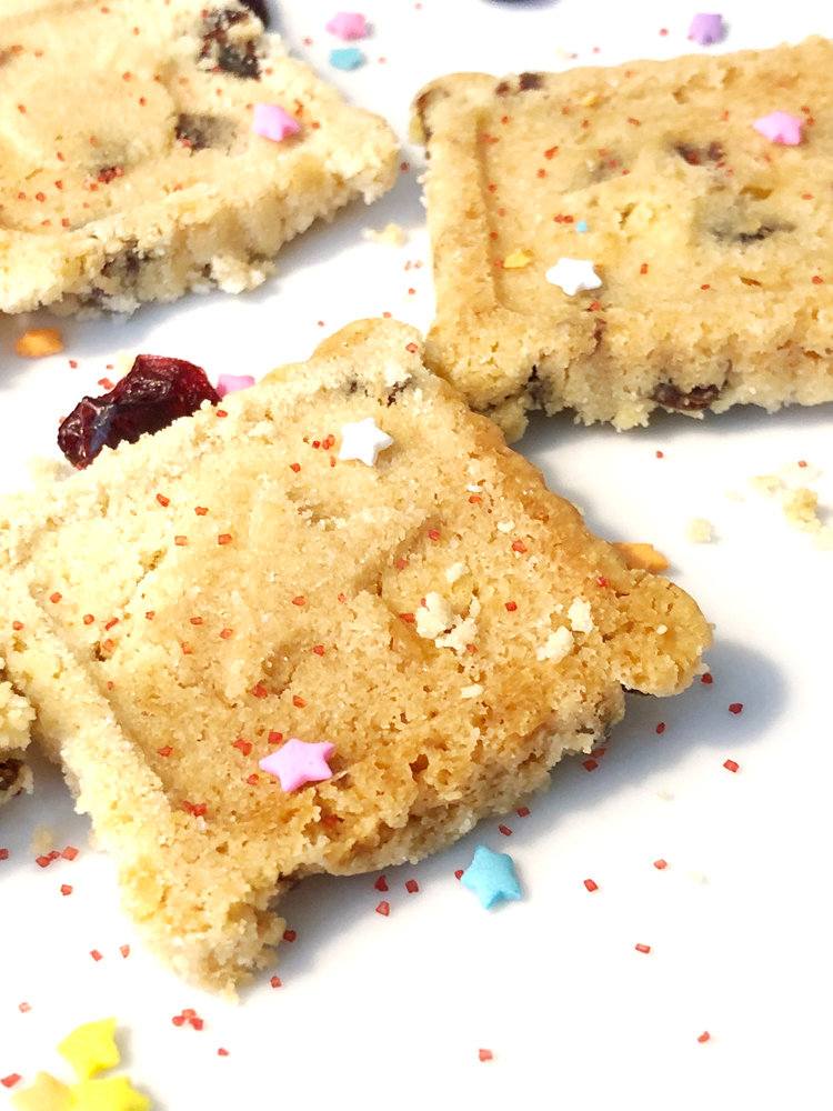 recipe for easy, pretty and delicious cranberry shortbread cookies