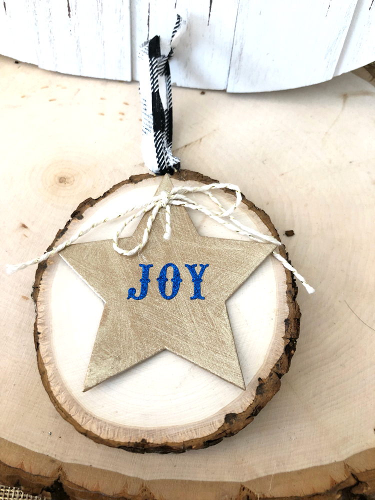 I love this easy to make and beautiful wood slice Christmas ornament.