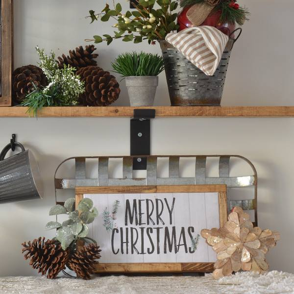 Love this beautiful handmade Christmas sign! Visit Harbour Breeze Home for the free printable and tutorial to make this sign.