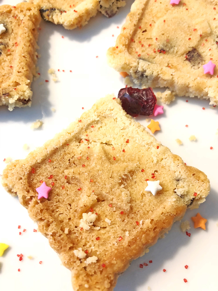 delicious recipe for holiday cranberry shortbread cookies. These cookies are festive and perfect for Thanksgiving and Christmas!