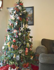A lushly decorated Christmas tree