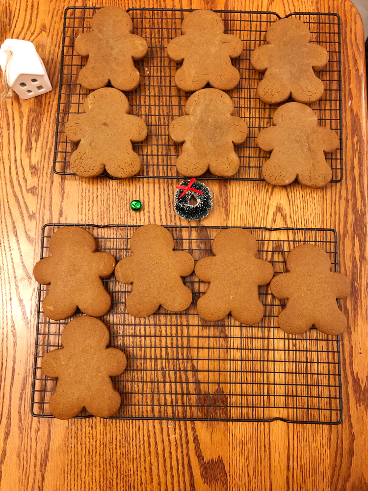 How to make easy and delicious gingerbread men cookies for Christmas