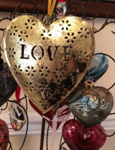 This beautiful gold love heart ornament is perfect for Christmas or Valentine's Day