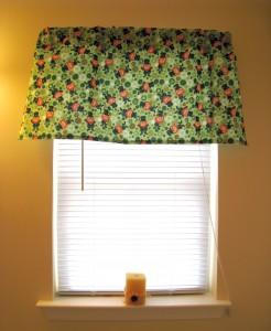 St. Patrick's Day window valence