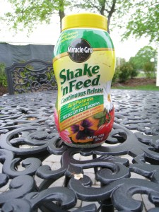 Shake n Feed fertilizer from Miracle-Gro