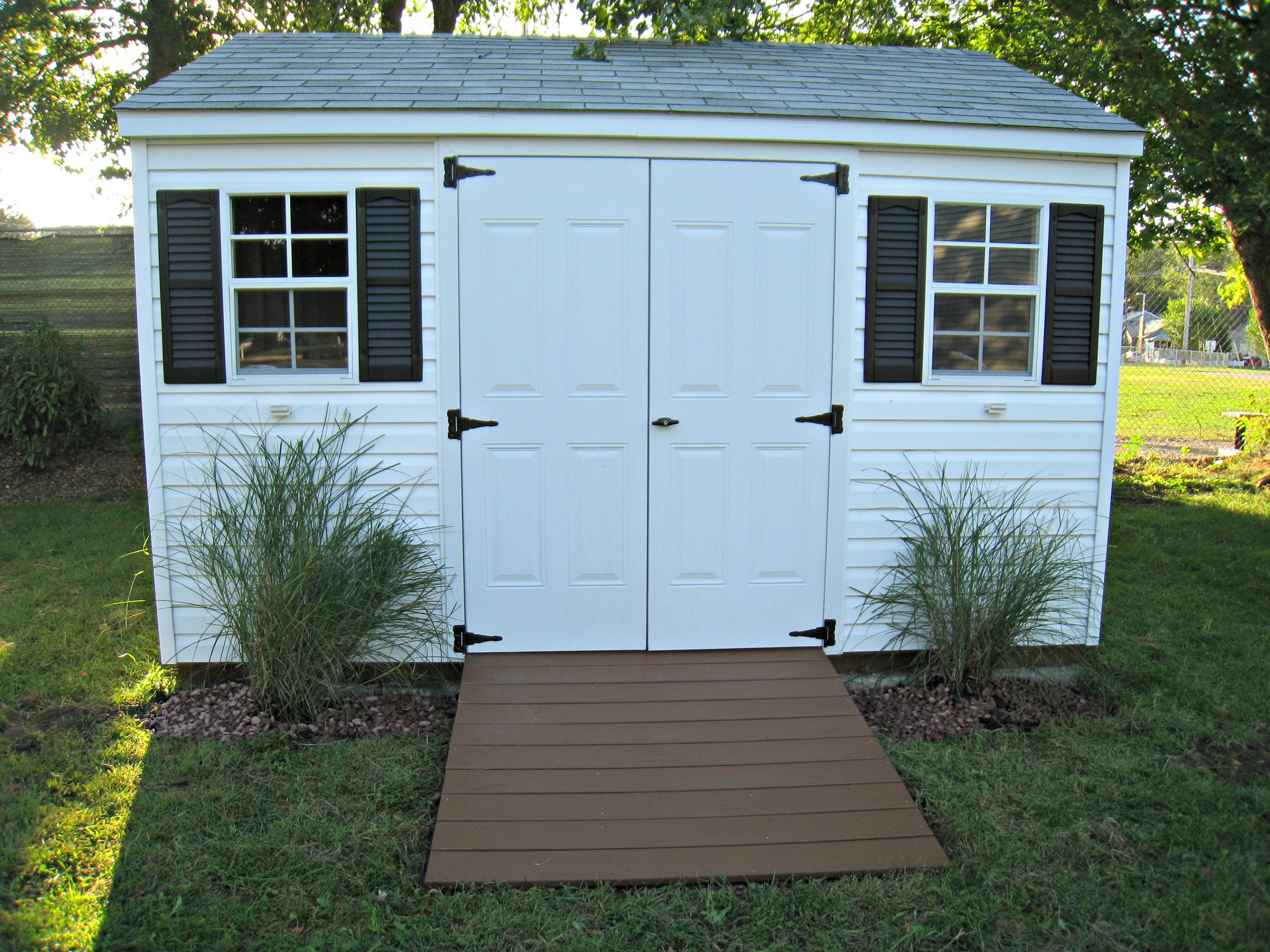 Sprucing Up a Storage Shed - momhomeguide.com