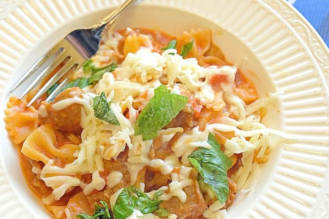 one pot pasta dish with sausage, basil, red pepper and mushrooms