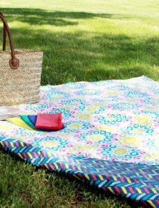 simple reversible picnic blanket tutorial