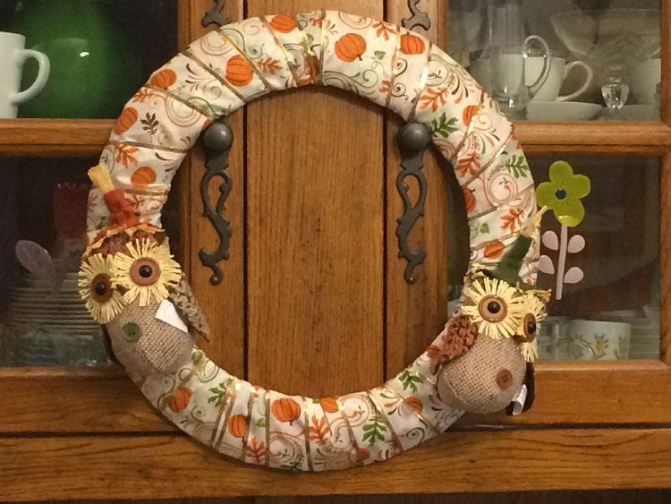 Easy fall owl and pumpkin wreath