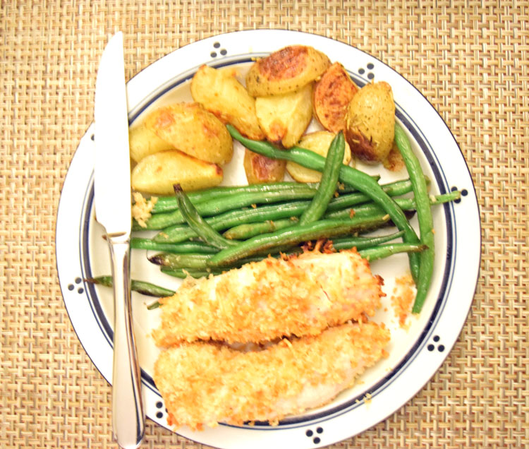Chicken tenders with rosemary potatoes and green beens