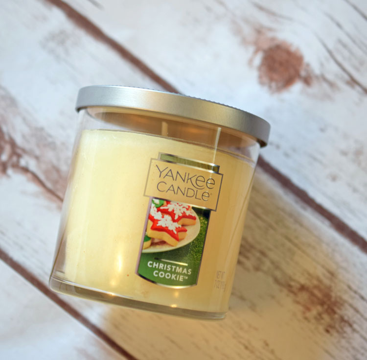 scented candles are good Christmas gifts for teen girls