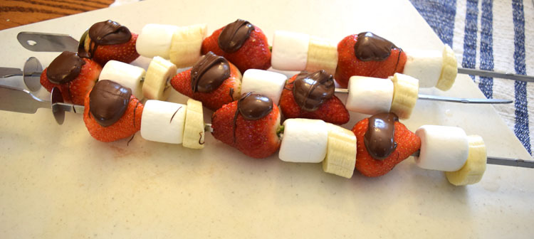 strawberry chocolate banana dessert skewers