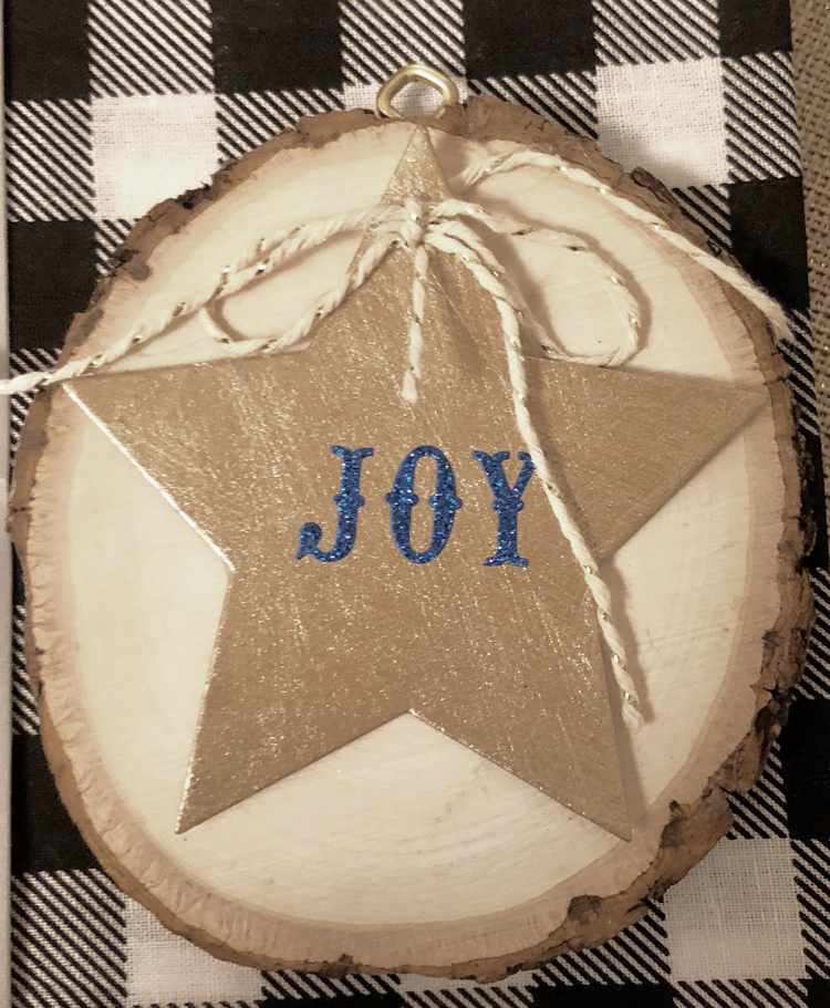 This wood slice ornament is beautiful and easy to make for Christmas
