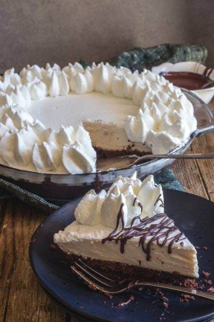 I love this no bake Baileys chocolate mousse pie