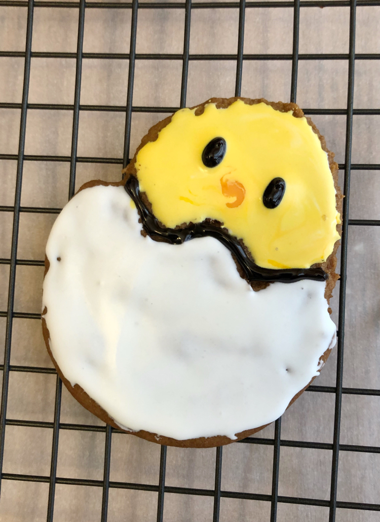 baby chick decorated Easter cookie