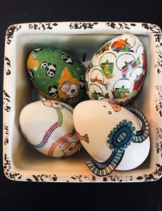 Decoupaging Easter eggs with origami paper is a fun and pretty craft project.