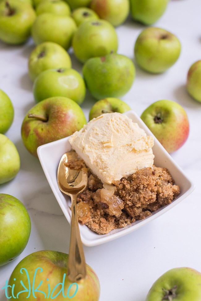 I love this apple crumble recipe by Tikkido