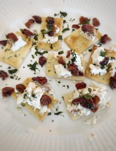 easy cranberry basil and goat cheese crackers