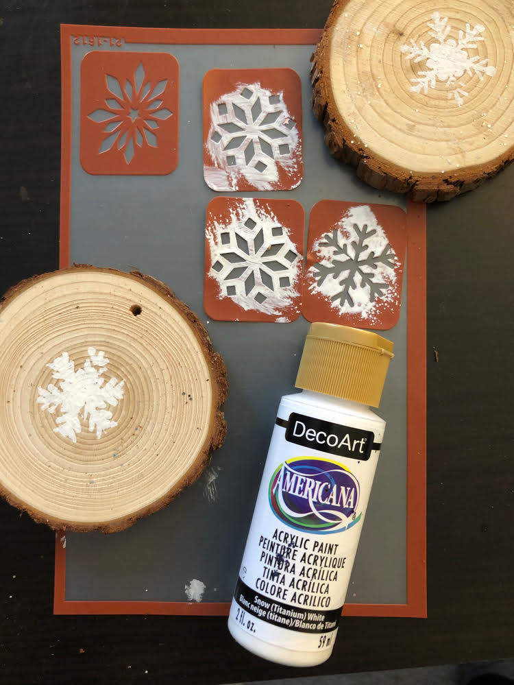 Stenciling wood slices with DecoArt Americana acrylic paint