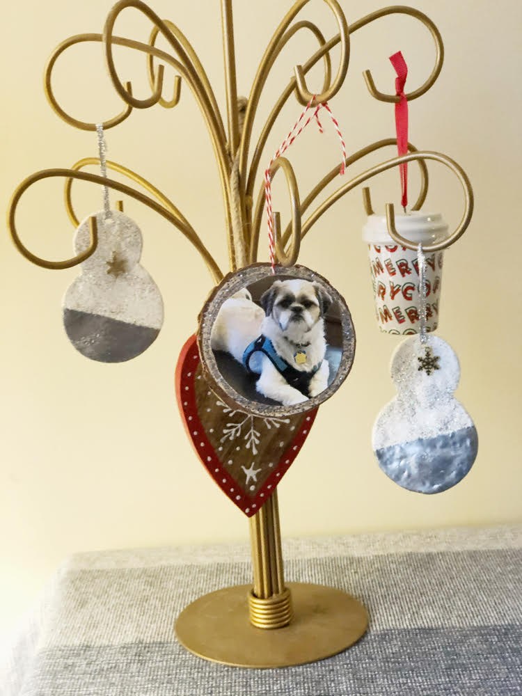An ornament tree with a DIY year photo ornament