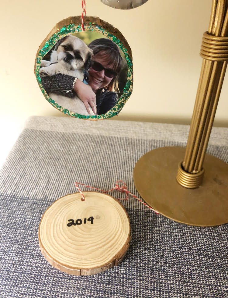 It's easy to make DIY year photo ornaments with wood slices