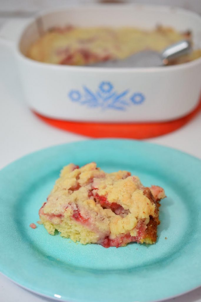 This strawberry coffee cake recipe is so easy to make and is super delicious!