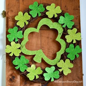 I love this easy dollar store wreath for St. Patrick's Day by An Extraordinary Day