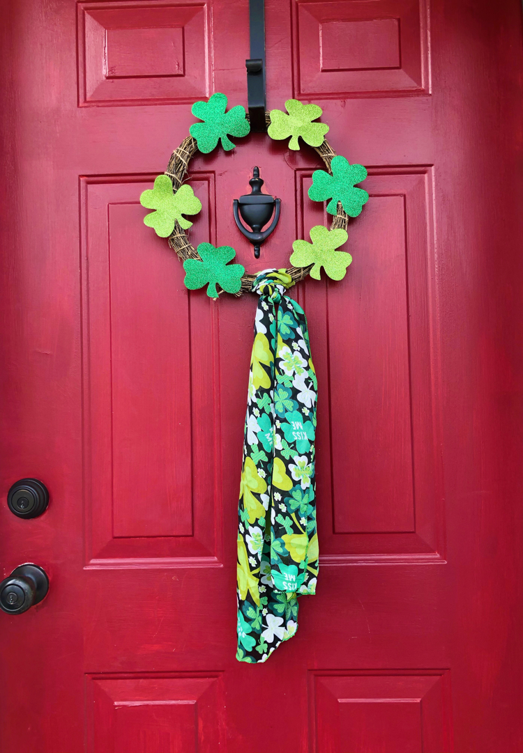 This quick dollar store St. Patrick's Day wreath is so easy to make!
