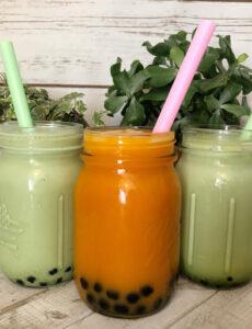 matcha and Thai bubble teas in mason jars